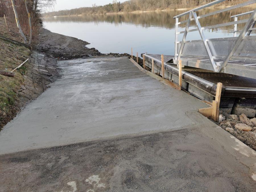 24 février Réfection de la rampe de mise à l'eau.